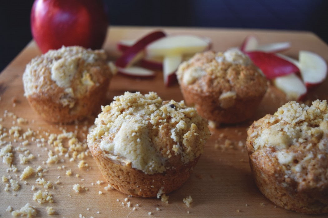 Apple-Cinnamon Muffins with Walnut Streusel Fete-a-Tete