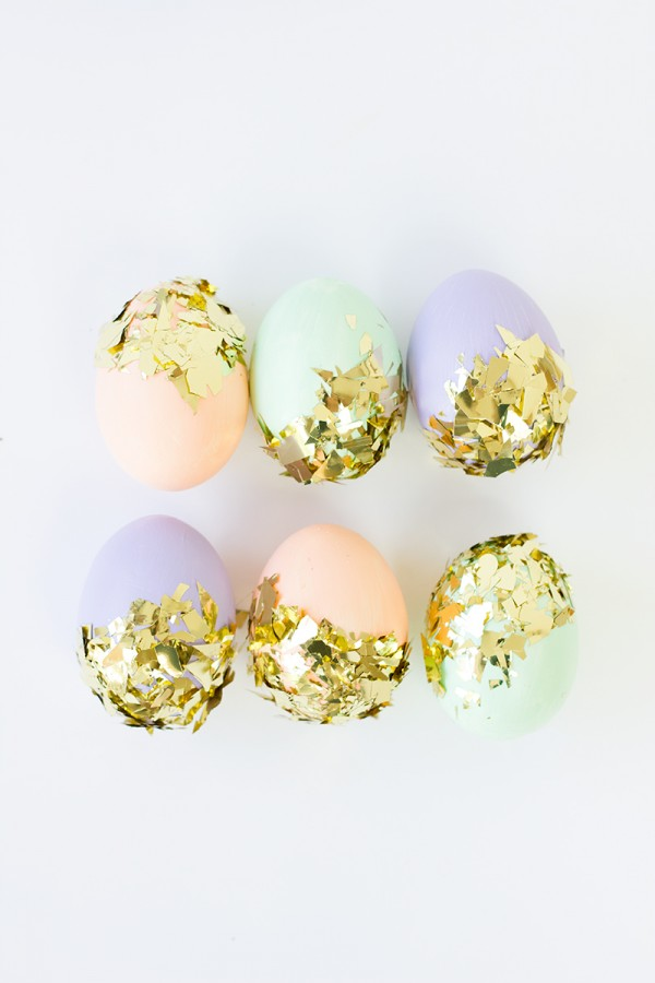 DIY-Confetti-Dipped-Easter-Eggs1-from studiodiy